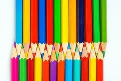 Disposition colorée de crayons Photographie stock