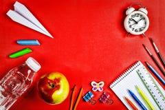 Disposition créative, fournitures scolaires, espace de travail, éducation, étude, affaires, l'espace de copie Configuration plate Images libres de droits
