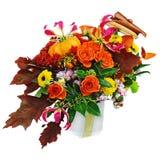 Disposition d'automne des fleurs, des légumes et des fruits d'isolement dessus Photo stock