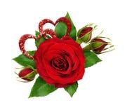 Disposition de fête avec des fleurs de rose de rouge et des coeurs de scintillement Image libre de droits