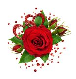 Disposition de fête avec la fleur et les confettis de rose de rouge Images stock