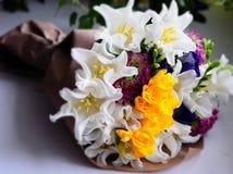 Disposition de mariage de fleur avec le ranunculus, méson pi Photo stock