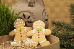 Disposition de Noël de garçon et de fille de pain d'épice Photographie stock