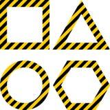 Disposition géométrique de formes avec avertir les rayures jaunes et noires Photos stock