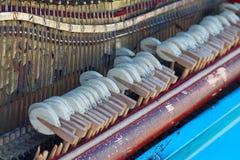 Disposition interne du vieux piano Photos libres de droits