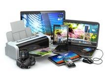 Dispositivi del computer Telefono cellulare, computer portatile, stampatrice, macchina fotografica e tabl Immagini Stock Libere da Diritti