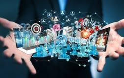 Dispositivi dell'uomo d'affari e oggetti business di collegamento insieme 3D Fotografie Stock