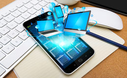 Dispositivi di collegamento di tecnologia del telefono cellulare moderno Immagine Stock Libera da Diritti