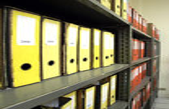 Dispositivi di piegatura in armadietto dell'ufficio Immagine Stock Libera da Diritti