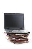 Dispositivi di piegatura con il computer portatile Fotografia Stock Libera da Diritti