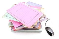 Dispositivi di piegatura con il computer portatile ed il mouse Immagini Stock Libere da Diritti