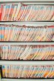 Dispositivi di piegatura delle cartelle sanitarie. fotografie stock libere da diritti