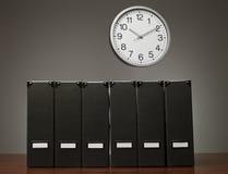 Dispositivi di piegatura ed orologio Fotografia Stock Libera da Diritti