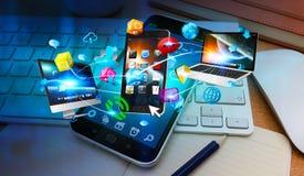 Dispositivi di tecnologia collegati l'un l'altro dal telefono cellulare illustrazione di stock
