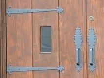 Dispositivi pesanti di legno e del ferro della porta della chiesa Fotografie Stock
