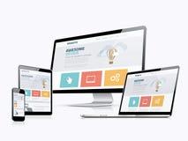 Dispositivi rispondenti piani di sviluppo del sito Web di concetto di web design Fotografia Stock Libera da Diritti