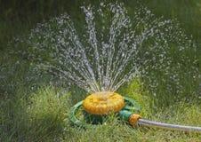 Dispositivo de la irrigación del césped Imagen de archivo libre de regalías