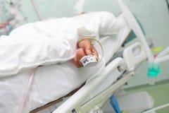 Dispositivo de la medida de la saturación del oxígeno en el finger de los pacientes fotos de archivo libres de regalías
