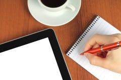 Dispositivo de la pantalla táctil, libreta, escribiendo la mano Fotos de archivo libres de regalías