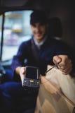 Dispositivo de tenencia del conductor de la entrega a la cámara foto de archivo libre de regalías