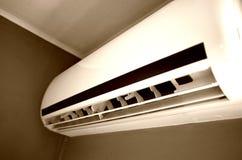 Dispositivo del aire acondicionado en la pared Imágenes de archivo libres de regalías