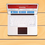 Dispositivo del computer portatile di Digital con lo schermo della pagina di atterraggio su woode Fotografie Stock Libere da Diritti