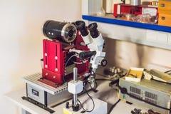 Dispositivo del corte del alambre del diamante para cortar los materiales sólidos en un favorable Foto de archivo