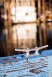 Dispositivo del soporte del listón del amarre del barco de la cubierta que asegura la cuerda para amarrar nau Imágenes de archivo libres de regalías