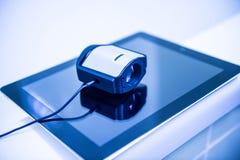 Dispositivo di calibratura di colore sulla calibratura dello schermo di visualizzazione Fotografia Stock