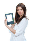 Dispositivo di lettura moderno del libro del libro elettronico della tenuta della donna Immagini Stock