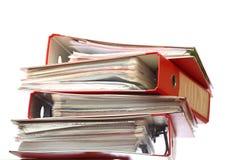 Dispositivo di piegatura rosso dell'ufficio dell'archivio della pila fotografie stock libere da diritti