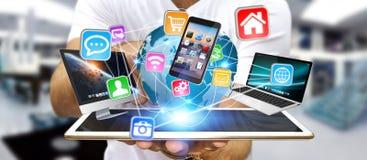 Dispositivo di tecnologia della tenuta dell'uomo d'affari in sua mano Immagine Stock Libera da Diritti