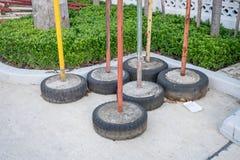 Dispositivo do bloqueio do estacionamento feito pelo pneu velho Fotografia de Stock Royalty Free