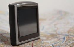 Dispositivo do GPS em um mapa Fotografia de Stock Royalty Free