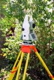 Dispositivo geodetico dello strumento di indagine, stazione totale Fotografia Stock Libera da Diritti