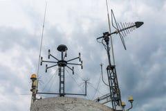 Dispositivo meteorológico de la estación meteorológica Telecommunicati simple Imagen de archivo libre de regalías