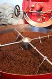 Dispositivo para la asación de los granos de café Imagen de archivo libre de regalías