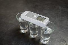 Dispositivo para medir o grau de intoxicação foto de stock