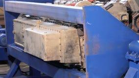 Dispositivo para o conjunto dos motores Dispositivo para a desmontagem dos motores Suporte para o reparo do motor vídeos de arquivo