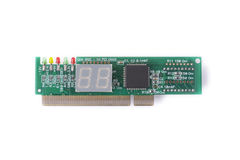 Dispositivo para probar de las placas madres en un fondo blanco, diagnósticos de la PC Foto de archivo libre de regalías