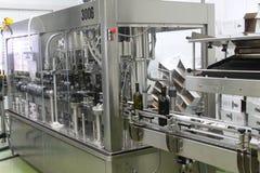Dispositivo per l'imballaggio delle bottiglie di vino Fotografia Stock