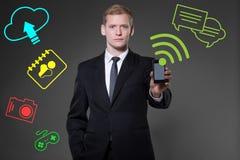 Dispositivo portabile di per mezzo dello smartphone Fotografia Stock Libera da Diritti