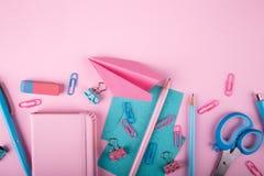 Dispositivos coloridos de la consola que mienten en fondo Foto de archivo libre de regalías