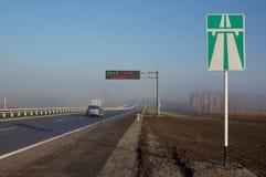 Dispositivos da monitoração e sinal de estrada eletrônicos Imagens de Stock Royalty Free