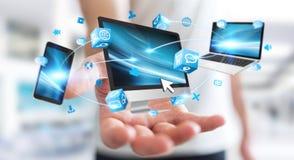 Dispositivos da tecnologia do homem de negócios e aplicações de conexão 3D dos ícones com referência a Foto de Stock Royalty Free