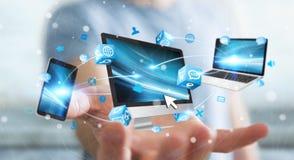 Dispositivos da tecnologia do homem de negócios e aplicações de conexão 3D dos ícones com referência a Imagens de Stock Royalty Free