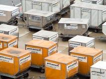 Dispositivos de carga de unidad en el aeropuerto de Viena imagen de archivo libre de regalías