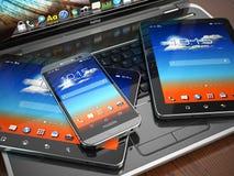 Dispositivos móviles Ordenador portátil, Smartphone y Tablet PC ilustración del vector