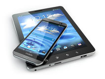Dispositivos móviles Smartphone y PC de la tableta en el backg blanco Imagen de archivo
