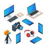 Dispositivos modernos, multimédios, tecnologia e símbolos da eletrônica O vetor 3d isométrico isolou os ícones ajustados Imagens de Stock Royalty Free